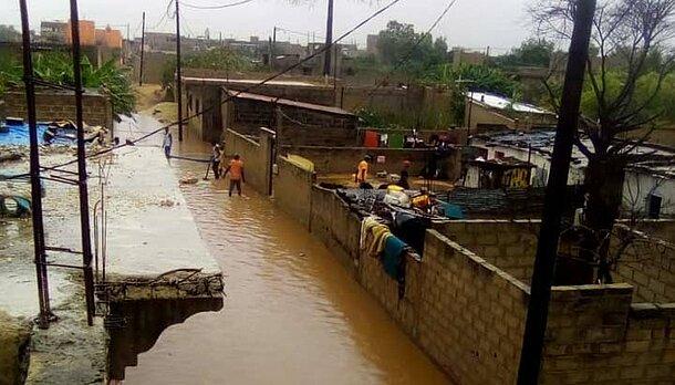 Vorort von Dakar im Senegal steht unter Wasser