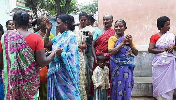 Frauen in Tamil Nadu beim ASW-Partner WE-Trust