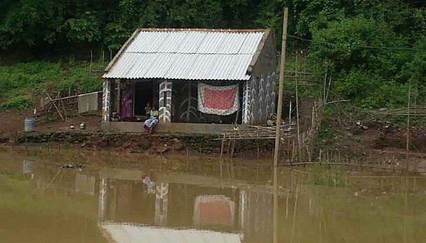 Adivasihütte in Zeiten des Monsun an der Godavari