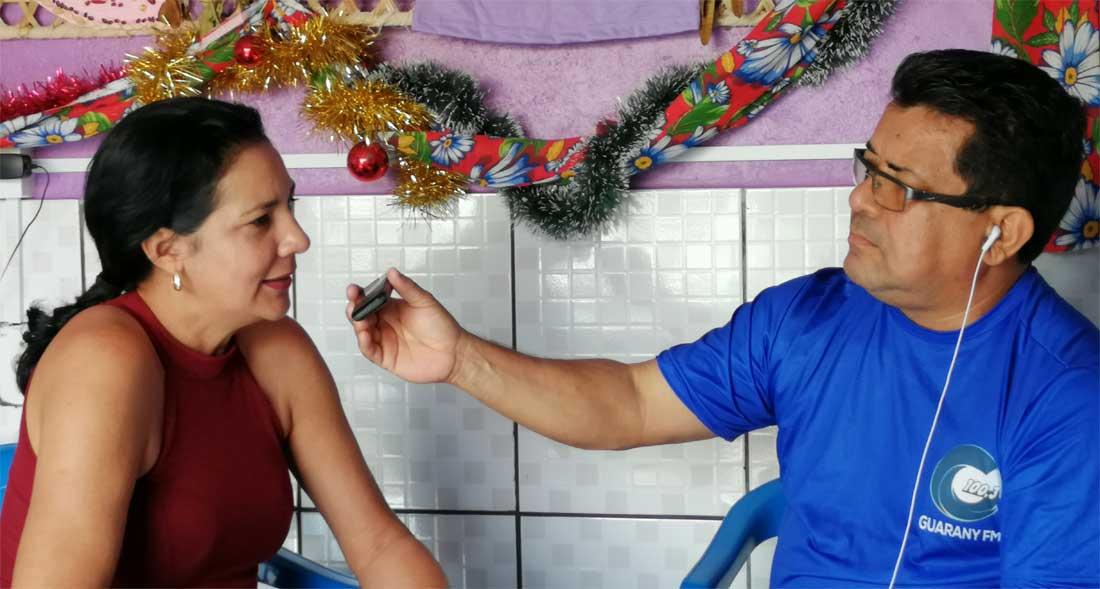 Radiointerview durch lokalen Sender in Brasilien