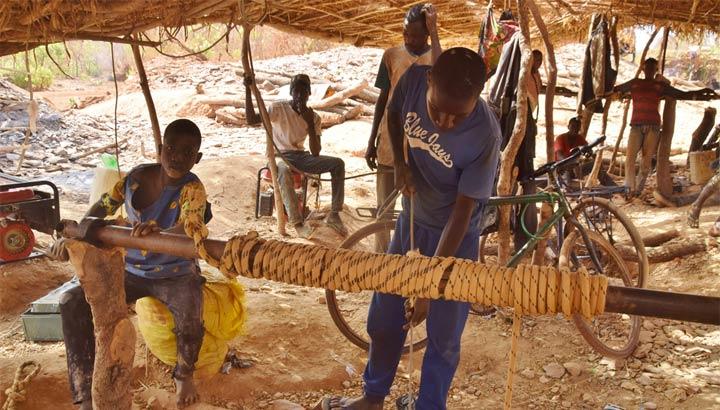 Handwerkliche Goldmine im Senegal