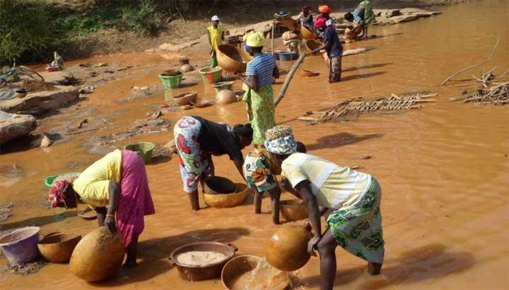 Goldwascherinnen im Senegal
