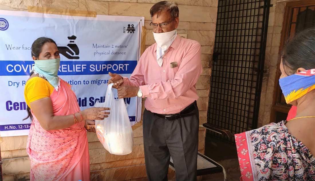 CWS in Hyderabad verteilt Corona Hygiene-Equipment und Nahrungspäckchen