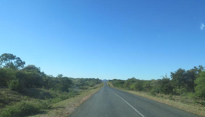 Straße in Simbabwe zu Goldmine