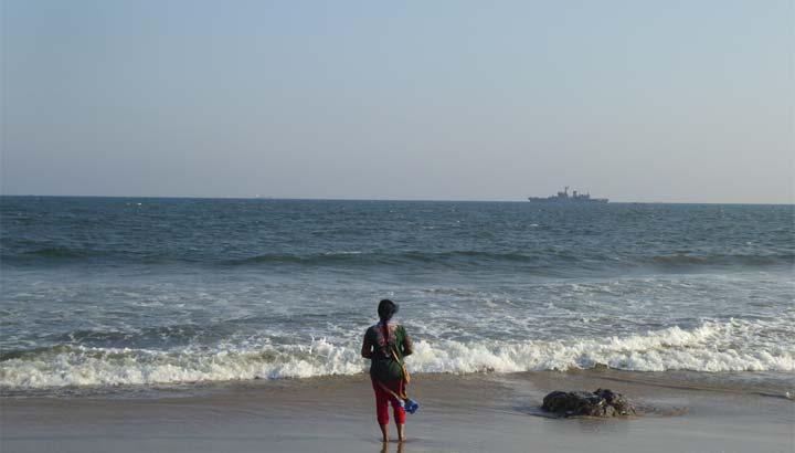 Inderin an der Küste Odishas im Osten des Subkontinents