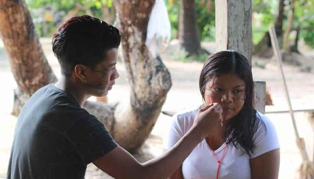 Indigene Jugendliche in Brasilien